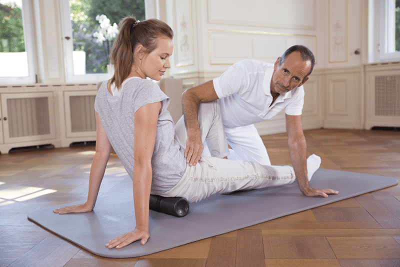 Liebscher und Bracht Schmerztherapie Faszein-Rollmassage