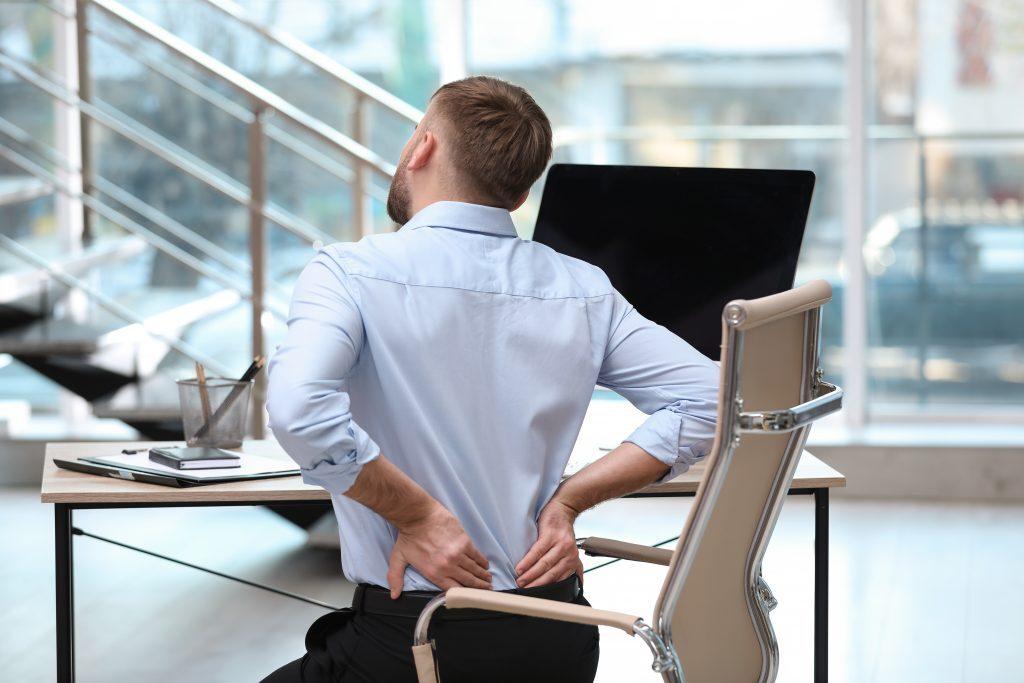 Rückenschmerzen durch Sitzen