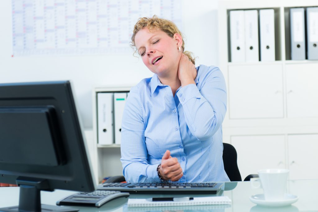 richtig sitzen schützt vor Nackenschmerzen